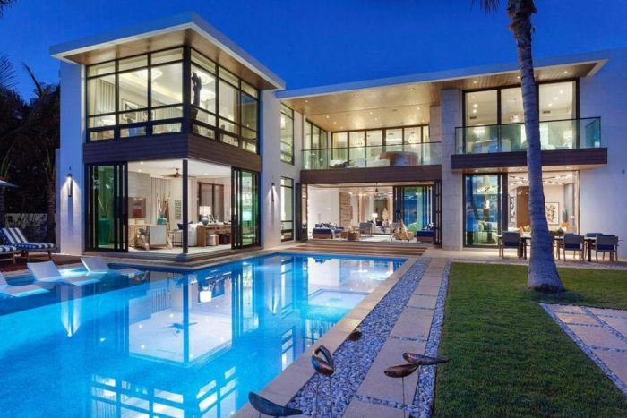 Beautiful modern house with a pool