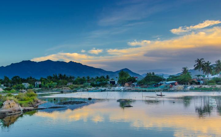 Beauty, waterfront, mountain, fresh air