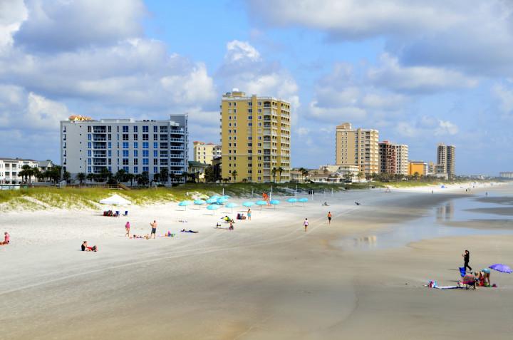 beautiful white sandy beach, ocean, waves