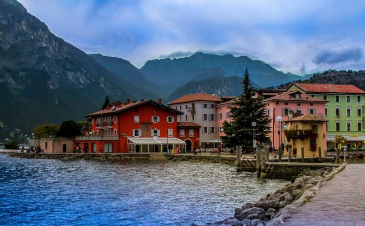 mountain town, ocean, small town, beautiful