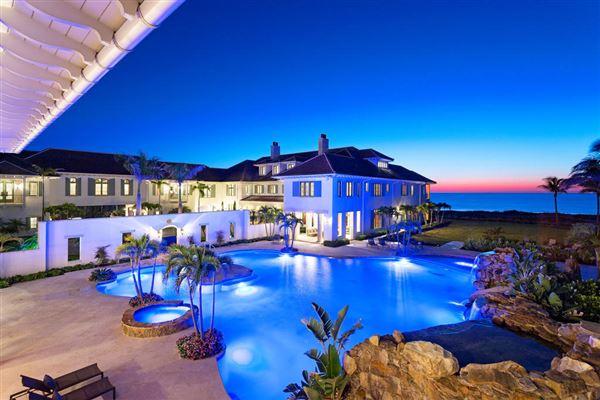 Beautiful beach house, pool