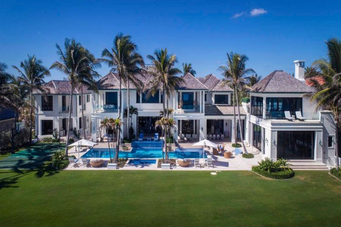 Mansion, palm trees, pool